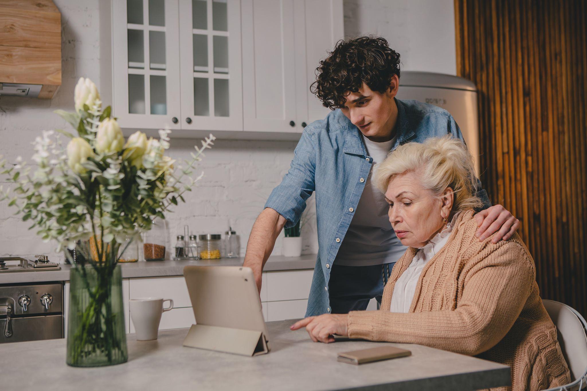 «Сніданок з 1+1» та «Київстар» запустили рубрику про зв'язок поколінь